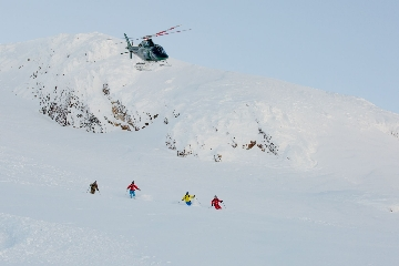 HELI SKI NORTHERN ESCAPE EN YELLOW CEDAR LODGE